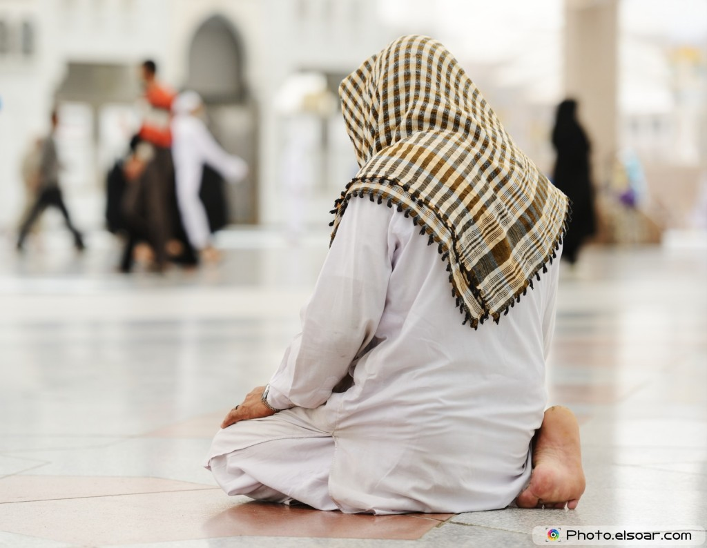 A-Muslim-man-praying-alone